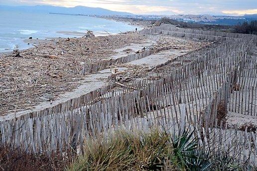 2014-12-10-la-plage-des-cabanes-a-particulierement-souffert-des-tonnes
