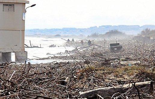 2014-12-24-la-plage-offrait-un-paysage-de-desolation-au-lendemain-des