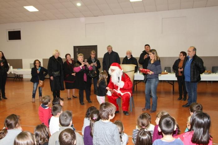 Noël Ecoles 2016, Distribution des cadeaux