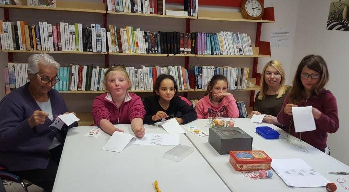 Une partie des enfants avec Carmen Mengual et Coralie Escur.