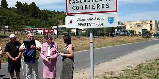 ceremonie-de-la-pose-du-panneau-cote-route-de-villeneuve