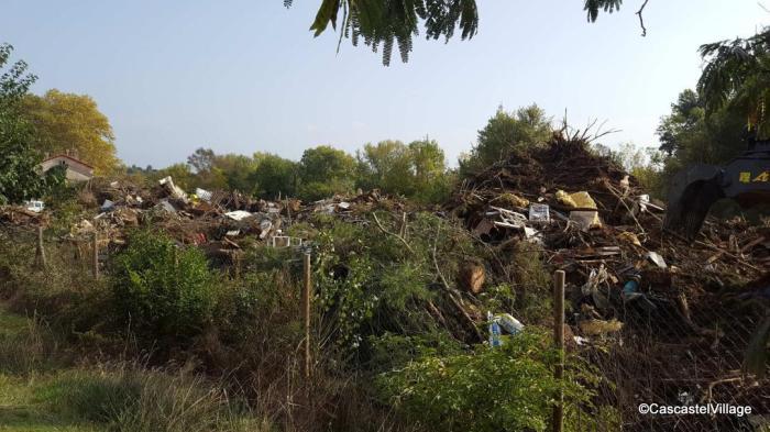 Solidarité Couffoulens, une montagne de déchets.